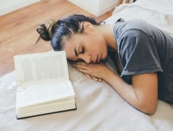 Untuk Mahasiswa, Begadang Dapat Pengaruhi Kesehatan Mental Mahasiswa, Lho!