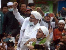 Polisi Antarkan Langsung Surat Panggilan Ke Kediaman Rizieq Shihab