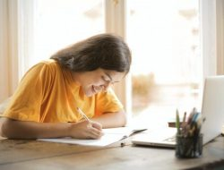 Barang yang Harus Kamu Punya Agar Kuliah Onlinemu Nyaman