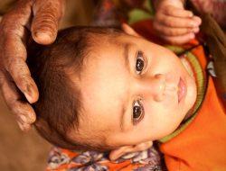 Lempar Bayi, Tradisi Aneh Dari India