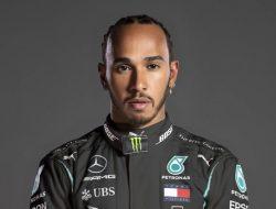 Sah ! Lewis Hamilton Akan Tetap Balapan Bersama Mercedes