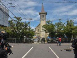 Polisi Selidiki Jenis Bom Bunuh Diri yang Digunakan di Depan Gereja Katedral Makassar